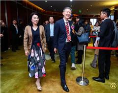 格力電器董事長、總裁董明珠(前左)與中國證券報總編輯徐壽松(前右)一同入場_副本2.jpg