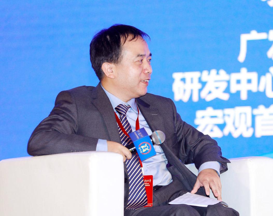 廣發證券研發中心執行董事、宏觀首席分析師郭磊作為主持人,主持圓桌論壇_meitu_13.jpg